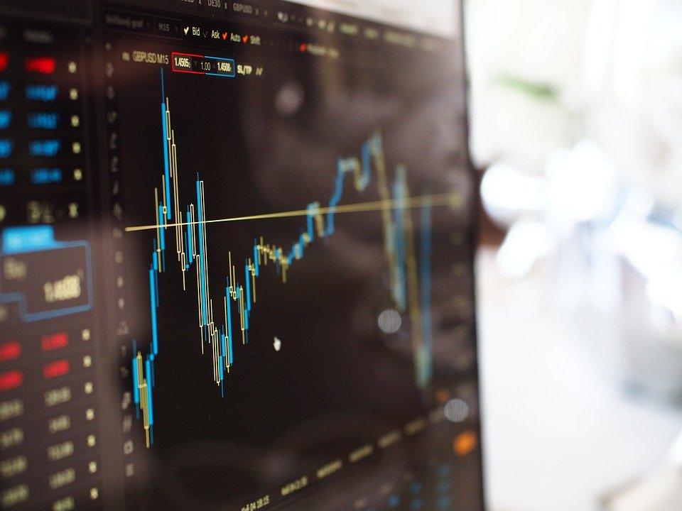 株価が暴落すると、証券口座の新規開設が急増する?